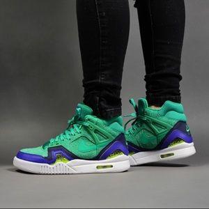 best website 93a01 76b89 Nike Womens Air Tech Challenge 2 SE Green Sz 10